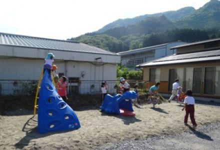 岩手県住田町下有住児童館へ屋外固定遊具を寄贈しました
